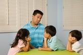 """Con khủng hoảng tâm lý vì bố mẹ """"mỗi người dạy một phách"""""""