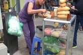 Hấp dẫn bánh mì phố Hàng Chuối