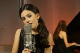 Cô bé 9 tuổi gây sốt với bản cover 'Skyfall'