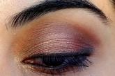 7 bước trang điểm giúp mắt sâu hơn
