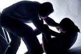 Nữ sinh lớp 9 bị cưỡng hiếp ngay trong lớp học