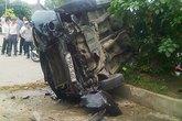 Ôtô 'điên' tông chết hai người đi xe máy