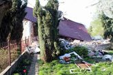 Chồng đánh sập nhà vì bị vợ con coi thường