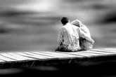 Vợ chồng bên bờ chia cắt