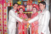 Đám cưới song sinh lạ lùng ở Việt Nam