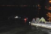 Xe Lexus lao xuống hồ Tây giữa đêm