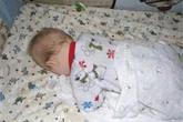 Bé 3 tháng tuổi suýt chết vì ngủ sấp