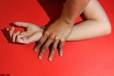 Mẹ tiếp tay cho nhân tình làm nhục con gái