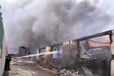 Cháy cực lớn, hai công ty thành tro
