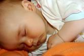 Bé 8 tháng tuổi, sữa mẹ liệu còn chất?