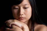 Dằn vặt bản thân vì chồng ngoại tình 5 lần