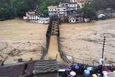 Thi thể nạn nhân chất chồng vì mưa lũ Ấn Độ