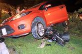 Ôtô tông 3 xe máy, cuốn thiếu nữ vào gầm