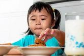 10 câu nói khiến bé thêm kén ăn