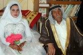 Thiếu nữ đôi mươi cưới nông dân 92 tuổi