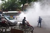 Xe buýt vừa chạy vừa bốc khói ngùn ngụt tại Hà Nội
