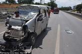 Khoảnh khắc kinh hoàng người phụ nữ cắm đầu vào kính chắn ô tô