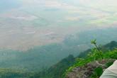Cặp song sinh tự tử trên núi Cấm