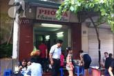 """4 quán phở """"đắt xắt ra miếng"""" tại Hà Nội"""