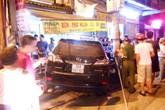 Lexus lao vào quán phở, chủ quán bị bỏng nặng