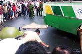 Nữ sinh viên chết thảm dưới bánh xe buýt