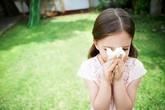 """""""Đọc"""" bệnh khi bé chảy nước mũi"""