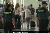 """Bé sơ sinh bị """"nghiền chết"""" trên băng chuyền hành lý"""