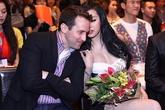 """Bà Tưng bị Phi Thanh Vân """"đánh bật"""" bởi nét quyến rũ sexy"""