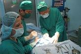 Giáo sư Nhật Bản phẫu thuật miễn phí cho trẻ có dị tật ở mặt