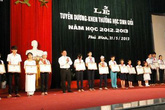 Quảng Nam trao thưởng cho gần 200 học sinh nghèo học giỏi