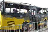 Xe buýt bốc cháy trong bến xe