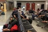 """Hàng trăm hành khách """"vật vạ"""" ở sân bay vì Vietjet Air chơi trò """"mèo vờn chuột"""""""
