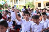 """Trẻ em nghèo nhận Quỹ sữa """"Vươn cao Việt Nam"""""""