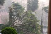 """Quảng Bình đang vật lộn giữa """"siêu bão"""""""