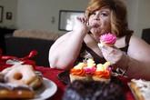 """Người phụ nữ béo phì nghiện ăn trong lúc làm """"chuyện ấy"""""""