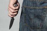 Lạnh lùng đâm bạn sau khi cãi nhau trên facebook