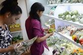 Rau quả nhà vườn ở cửa hàng thực phẩm sạch hút khách