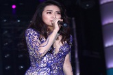 Hoàng Thùy Linh váy siêu ngắn nhảy bốc lửa, sexy trên sân khấu Sài Gòn