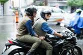 Mỹ Tâm 'cưỡi' mô tô khủng đi trong cơn mưa tầm tã
