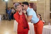 Hốt hoảng vị nam giám giám khảo nước ngoài 'cưỡng hôn' Nam Trung ở buổi casting tại Hà Nội