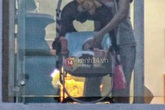 Con gái Thủy Tiên - Công Vinh bất ngờ bị chụp khi đang hóng gió ban công