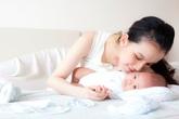Ngắm trọn bộ ảnh Hoa hậu Thùy Lâm và em bé mới sinh