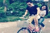 Khắc Tiệp lãng mạn chở Ngọc Trinh bằng xe đạp