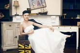 """Phản cảm mẫu nam Việt """"mặc váy cưới, độn ngực đẫy đà"""""""