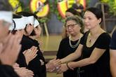 Đông đảo nghệ sĩ không cầm được nước mắt đưa tiễn NSND Bạch Diệp