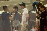 Trấn Thành và bạn gái hot girl xì tin giữa sân bay