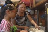 Gia đình Phương Mỹ Chi nghỉ bán chè để theo con chạy show