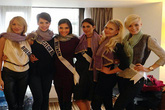 Trương Thị May mang gần 100 chiếc khăn rằn Nam Bộ tặng thí sinh Miss Universe