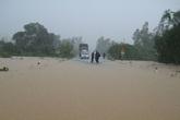 Miền Trung sơ tán, di dời gần 18 ngàn người tránh mưa lũ