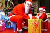 Dịch vụ ông già Noel tặng quà nhảy giá gấp đôi theo ngày